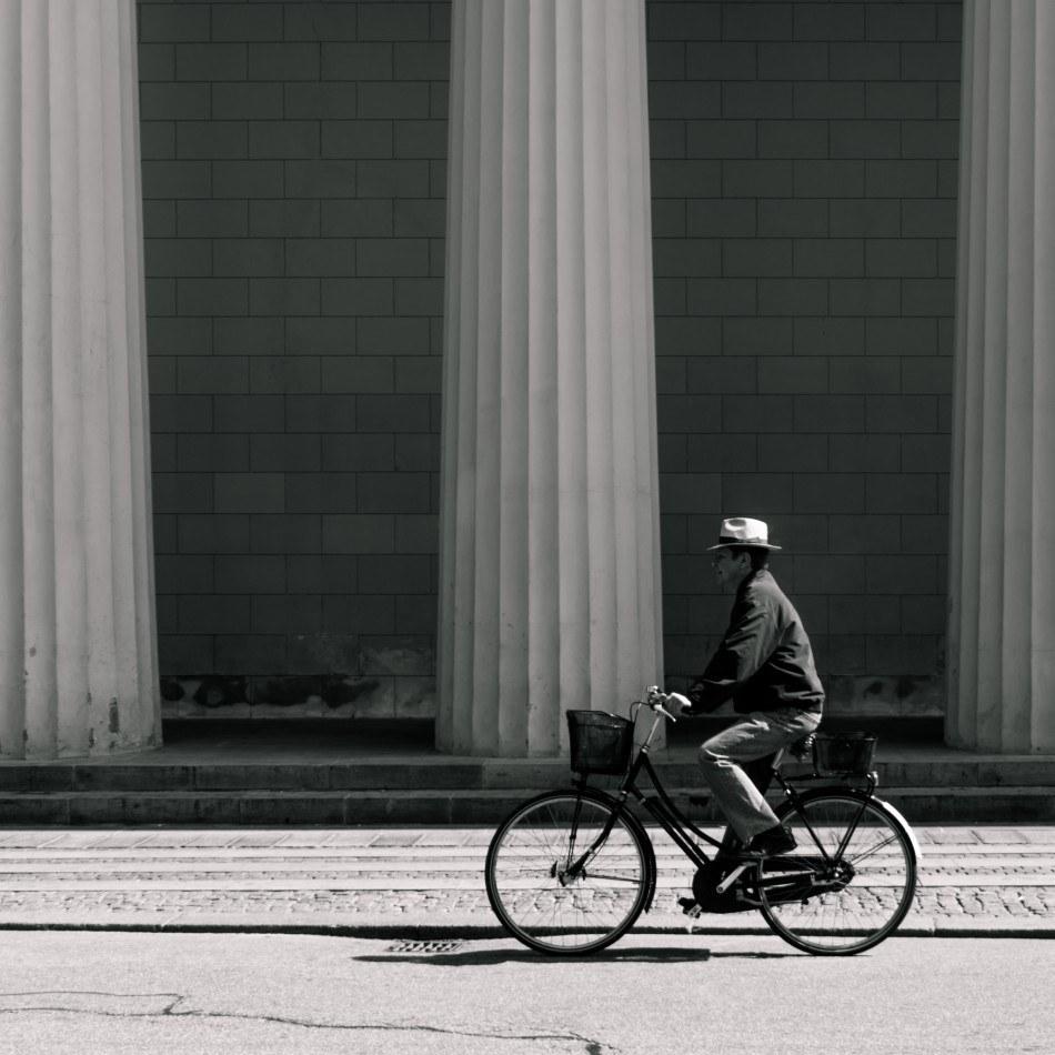 Cyklist ved Vor Frue kirke